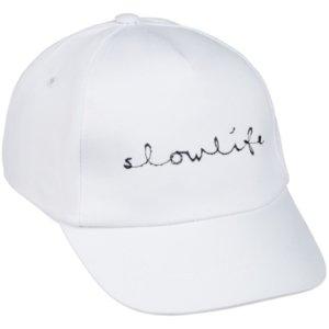Бейсболка с вышивкой Slowlife, белая